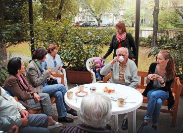Prepájajú generácie, aby zbavovali predsudkov zo starnutia